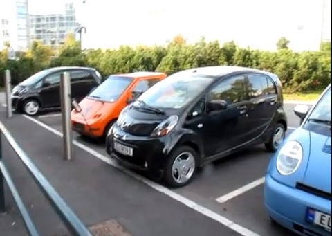 electric-cars-charging-in-norway_100389473_m