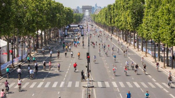 Car free road Paris